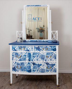 Dresser & Mirror for Sale in Chula Vista, CA