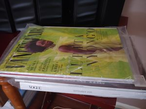 Lot of 27 magazines all 2019 Vogue, Vanity Fair, In Style & more for Sale in Miami, FL