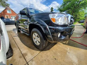 Toyota tacoma v6 4x4 for Sale in Chicago, IL