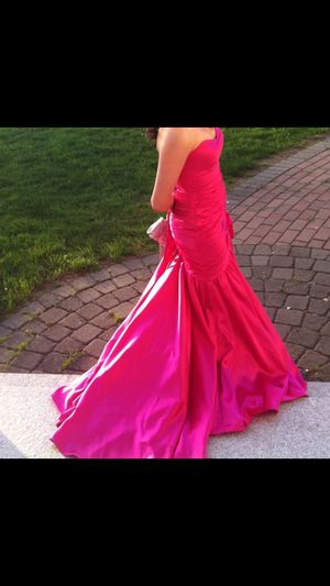 Hot pink fuschia prom gown dress size 4 for Sale in Taunton, MA