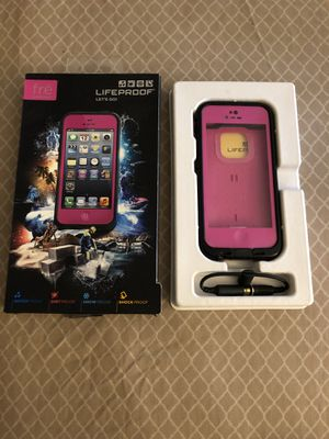 iPhone 5 Life proof Fre for Sale in Cleveland, OH