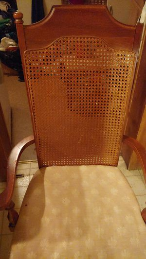 Beautiful Kitchen table / extra 2 table leaves /4 kitchen chairs/ fits family 12 or more for Sale in Scranton, PA
