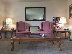 2 chairs, coffee table, 2 end tables and 2 crystal lamps for Sale in Covina, CA
