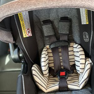 Graco Snugride Snuglock 35 Dlx In Holt for Sale in Houston, TX