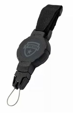 Retractable fishing gear T-reign; carabiner for Sale in Orangevale, CA