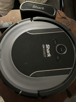 Shark Ion Robot Vacuum Cleaner for Sale in Silver Springs,  FL