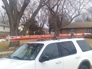 28 ft. Werner Extension ladder with support legs for Sale in Independence, MO