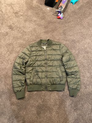 garage clothing puffer jacket olive green size medium for Sale in Queens, NY