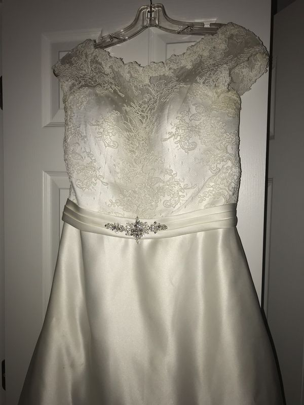 Wedding dress (make a offer)