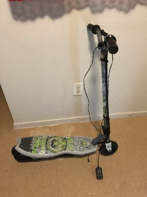 Electric scooter (needs a new battery I think idk) for Sale in San Francisco, CA
