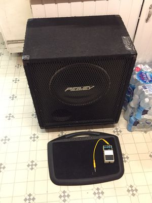 Bass speaker and pedal and pedal board for Sale in Alexandria, LA