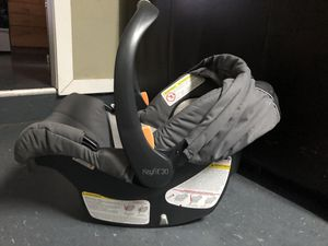 Keyfit 30 infant car seat with base for Sale in Traverse City, MI