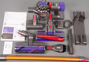LIKE NEW DYSON V8 ABSOLUTE (IRON) for Sale in Albany, NY