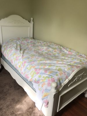 Twin white bed frame wood for Sale in Monroe, WA