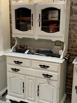 Refinished White Farmhouse Hutch Display Cabinet for Sale in Bonney Lake,  WA
