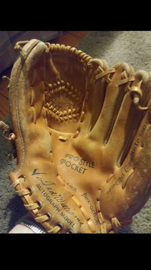 Vintage Baseball Glove for Sale in Willow Grove, PA