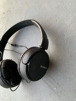 Sony headphone as it condition pick up location 32837 for Sale in Orlando, FL