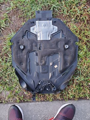 Auto Parts 2011 BMW 550i Engine Cover for Sale in West Palm Beach, FL