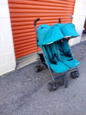 Twin stroller for Sale in Hyattsville, MD