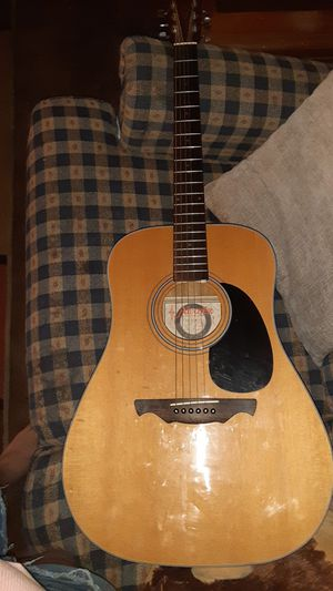 Alvarez guitar acoustic great shape for Sale in Imperial, MO