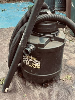 Shop dry/wet vac...5hp. W/ attachments.vintage for Sale in Whitehall, OH