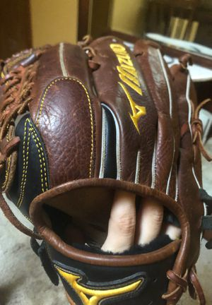 Mizuno baseball glove for Sale in Woodhaven, MI
