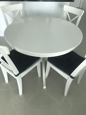 Extendable White Dining Table + 4 Chairs for Sale in Miami, FL