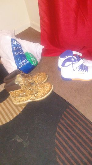 Og Timberlands and or reeboks for Sale in Columbus, OH