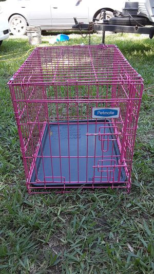 Petmate kennel medium dogs size to small excellent shape color pink 20.00 for Sale in Mulberry, FL