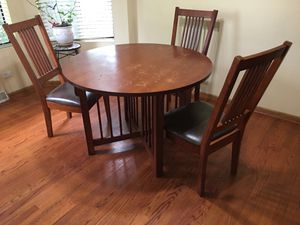 Solid wood kitchen table for Sale in Naperville, IL