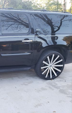 Lexani 305/30ZR 26 and Rims for Sale in Tupelo, MS