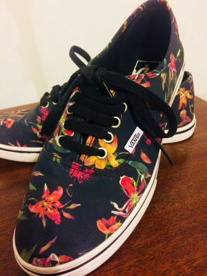 VANS - lady's tropical low tops 🐠 7.5 for Sale in Chicago, IL