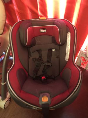 Car seat Chicco for Sale in Tulsa, OK