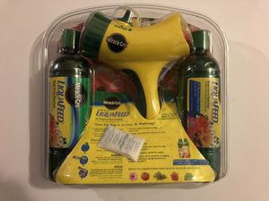 Miracle Gro liquafeed starter kit. Garden Feeder+2 Refill Bottles for Sale in Chippewa Falls, WI