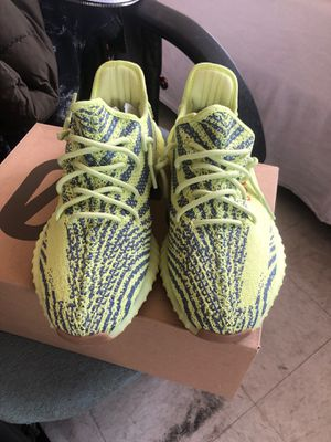 YEEZY BOOTS 350 Frozen Yellow size 9.5 for Sale in New York, NY