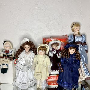 LOT OF 6 VINTAGE PORCELAIN DOLLS for Sale in Pittsburgh, PA
