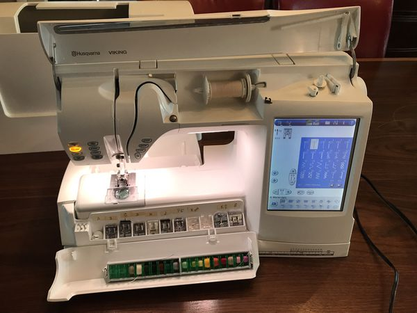 Viking Husqvarna Designer SE embroidery machine