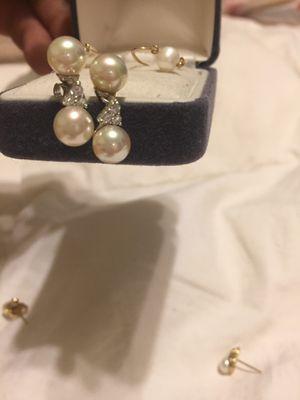 Diamond pearl 925 earrings for Sale in Las Vegas, NV