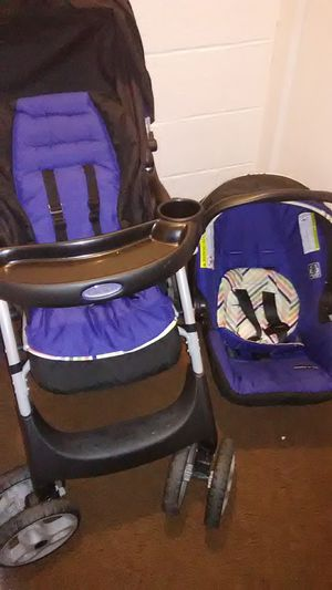 Graco car seat and stroller for Sale in Brentwood, PA