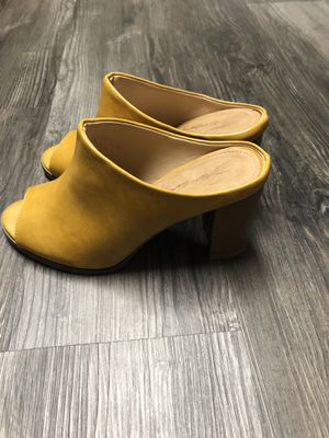 Mustard yellow opened toed heel size 8. Brand new. for Sale in South Salt Lake, UT