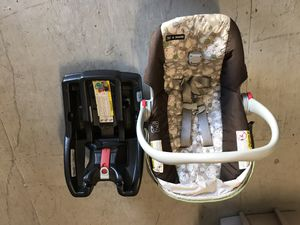 Snugride 30 graco car seat and base for Sale in Groveland, FL