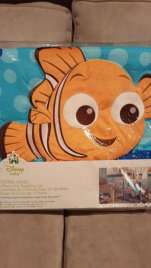 Brand New Finding Nemo Infant 3 Piece Crib Bedding Set for Sale in Franklin Township, NJ