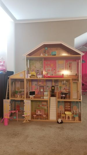 Barbie house and all accessories for Sale in St. Louis, MO