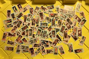 100 ASSORTED TOPPS 1980-81 TOPPS NBA BASKETBALL CARDS AUTHENTIC for Sale in Eugene, OR