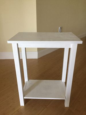 Real wood end table for Sale in Coconut Creek, FL