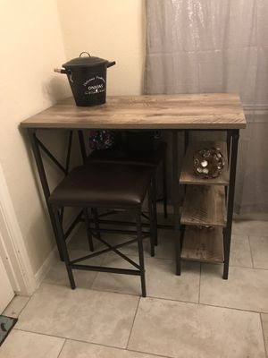 Breakfast table w barstools for Sale in Houston, TX