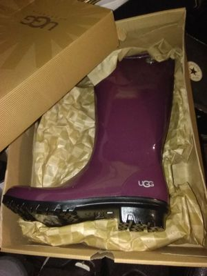 UGG RAIN BOOTS/ SIZE 7 for Sale in Atlanta, GA