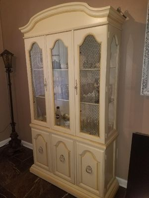 China Cabinet / Hutch for Sale in Tampa, FL