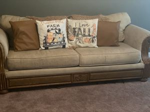 Couch & Coffee table for Sale in Spartanburg, SC