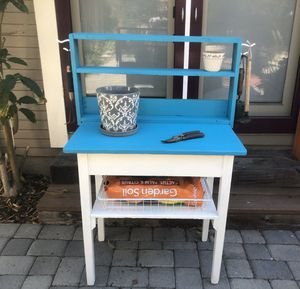 PLANT POTTING STATION for Sale in Long Beach, CA